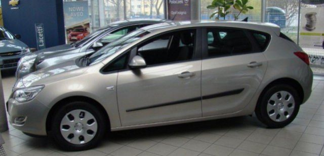 res-Opel_Astra_J_10